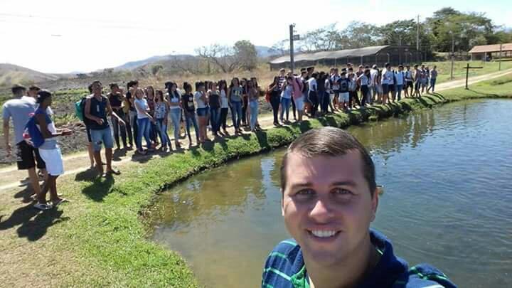 Professores Carlos Eduardo Sanches e Guilherme Souza promovem aula de Educação Ambiental no Projeto Piabanha