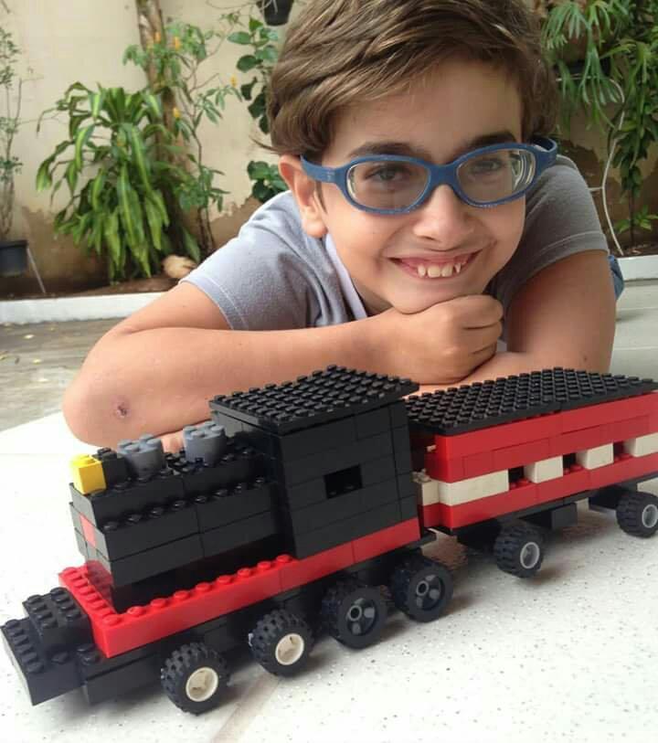 Qual a sua limitação? Guga constrói seu próprio Trem para brincar com sua Mãe